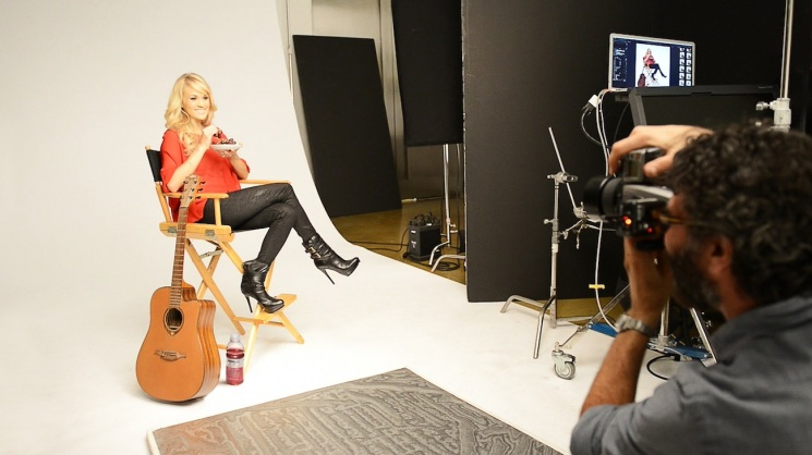 Jeff Lipsky_Carrie Underwood on set