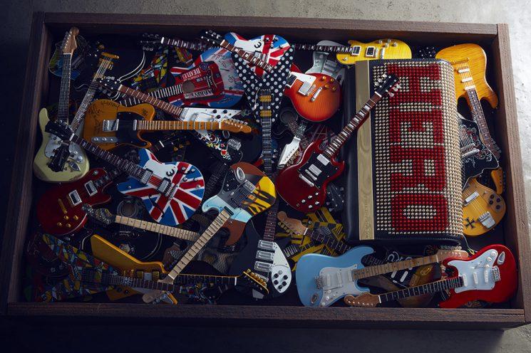 fulvio-bonavia_vogue-accessory_guitars