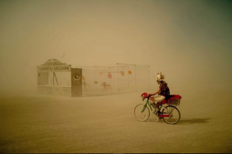 uwe-duettmann_burning-man_cyclist